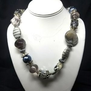 SILVER & GRAY ACRYLIC BEADS FASHION NECKLACE